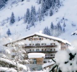 Winterliche Landschaft im Berghof, Lech am Arlberg