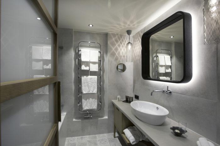 """Modernes Badezimmer im """"Omeshorn Design"""""""
